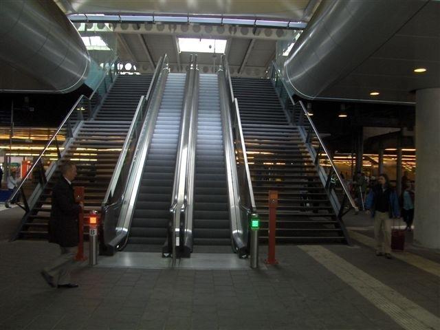Foto van geleidelijn naar een trap