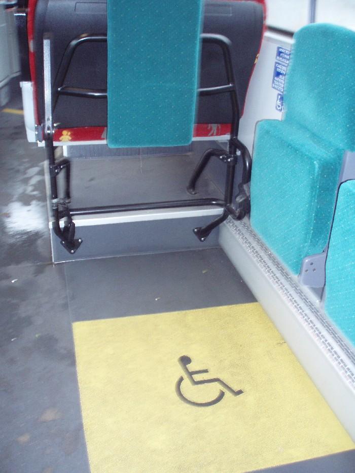 Foto van rolstoelplaats in een bus